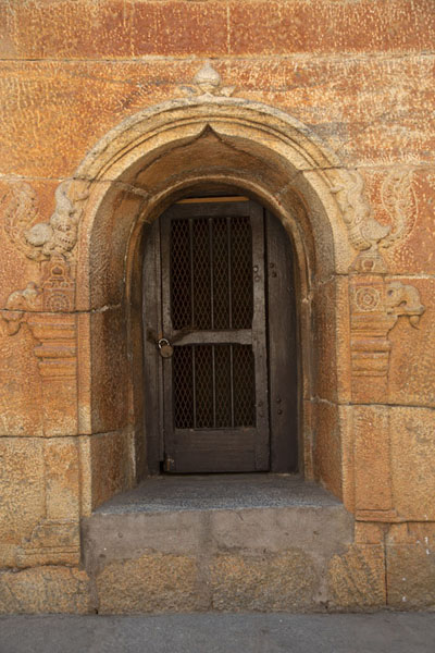 Photo de One of the doors in Bangalore Fort - Inde - Asie
