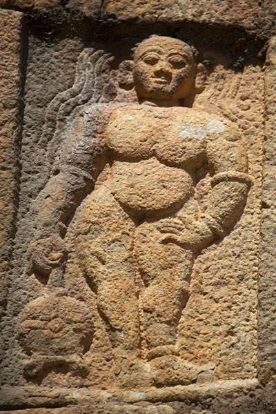 Foto van Close-up of person carved out of an inner wall of Bangalore FortBengaluru - India