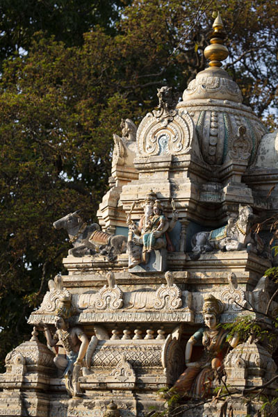 Photo de Tower of a temple adjacent to the Bull TempleBengaluru - Inde