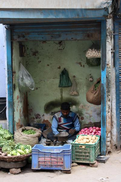 Foto van Man in shopChawri Bazaar - India