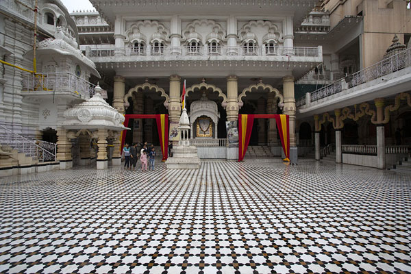 Courtyard of Chhatarpur temple | Chhatarpur Mandir | India