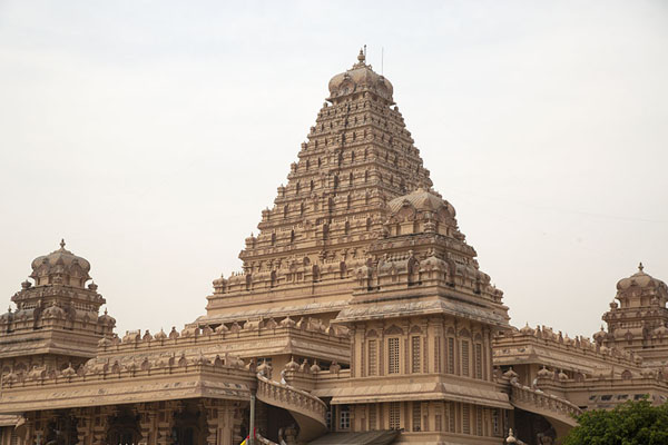 Foto van Pyramid-like Laxmi Vinayaka temple in the Chhatarpur temple complexDelhi - India