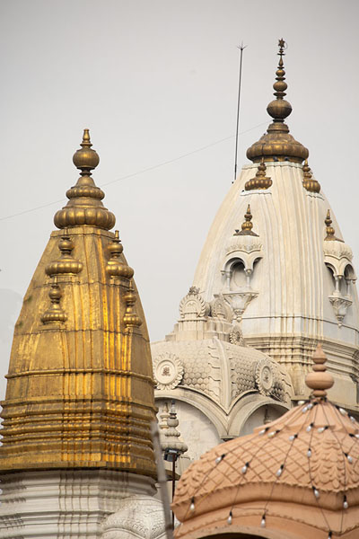 Photo de Multi-coloured towers of the Chhatarpur temple - Inde - Asie