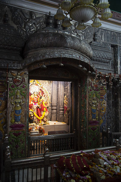 Foto van Shrine for Goddess Durga in Chhatarpur templeDelhi - India