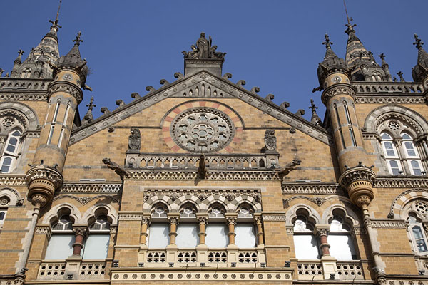 Looking up the west side of Chhatrapati Shivaji terminus building | Chhatrapati Shivaji Terminus | 印度