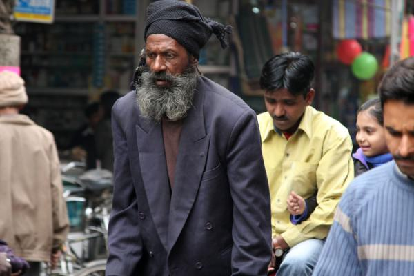 Bearded Indian cycle rickshaw rider and others in the street | Cycle rickshaw riders | Inde