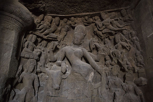 Ardhanarishvara Shiva sculpted in the southern wall of the main cave | Grottes d'Eléphanta | Inde