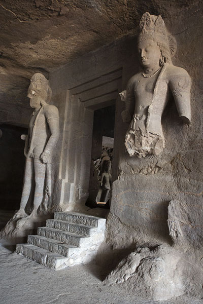 Linga shrine entrance with two dvarapalas on guard | Grotte di Elephanta | India