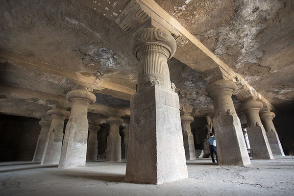 The columns in the main hall | Grottes d'Eléphanta | Inde