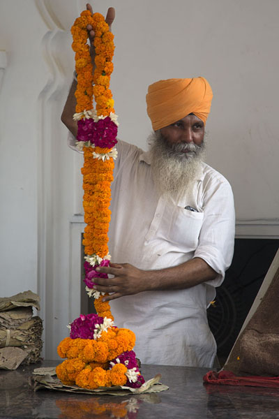 Picture of Sikh with garlands at the entrance of Gurudwara Bangla Sahib
