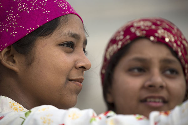 Photo de Taking a selfie: Indian women at Gurudwara Bangla Sahib - Inde - Asie