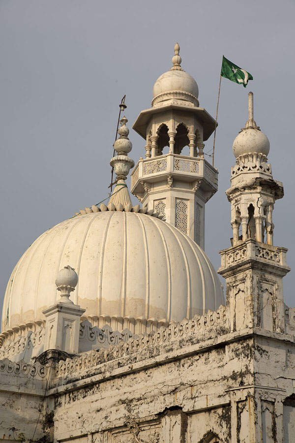 Looking up the cupola and minaret of Haji Ali Dargah - 印度