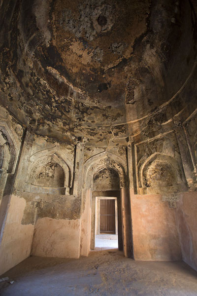 Photo de Small hall in the west wing of the madrasaHauz Khas - Inde