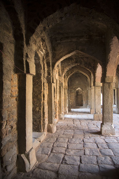 Photo de Interior view of the mosque of Hauz KhasHauz Khas - Inde