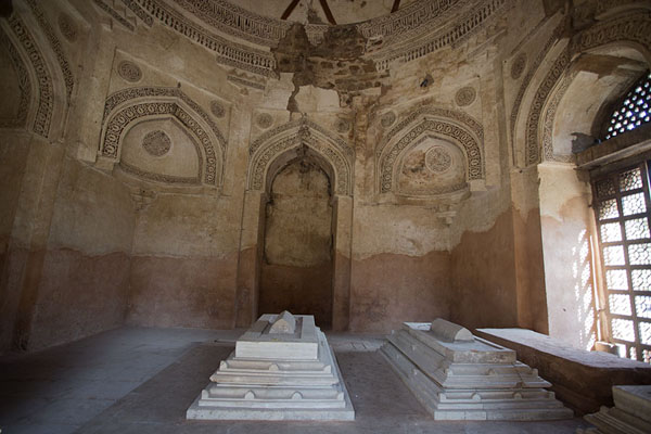 Foto de The tombs of Firoz Shah Tughlaq and his son and grandsonHauz Khas - India