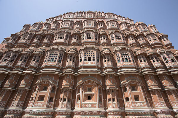 Looking up the façade of the Hawa Mahal | Hawa Mahal | India