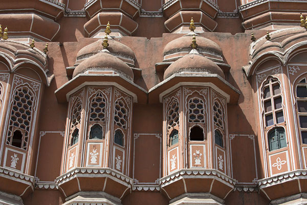 Close-up of some of the casements with windows | Hawa Mahal | India