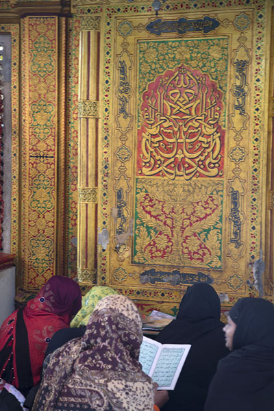 Picture of Women reading at a decorated door of the Nizamuddin Auliya shrine