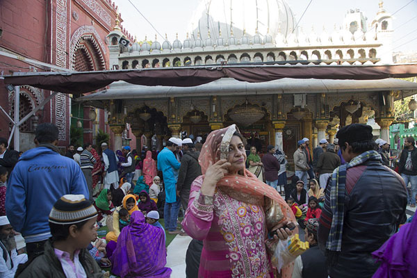 Foto van People in front of the shrine for Nizamuddin Auliya, a  Chishti saintDelhi - India