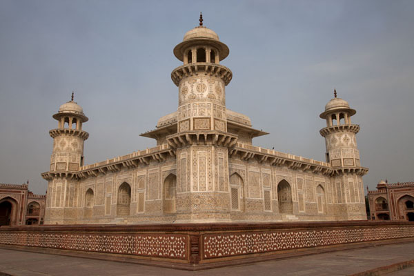 Foto van Corner view of the mausoleum of Itimad-ud-DaulahAgra - India