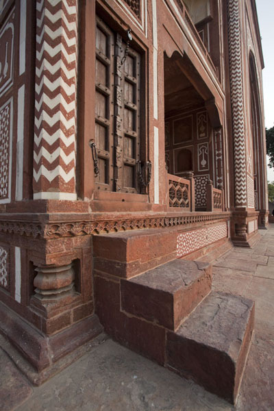 Foto van Entrance to the main gate of the mausoleum from the insideAgra - India