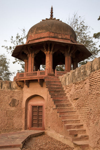 Foto van One of the towers in the corner of the Itimad-ud-Daulah gardenAgra - India