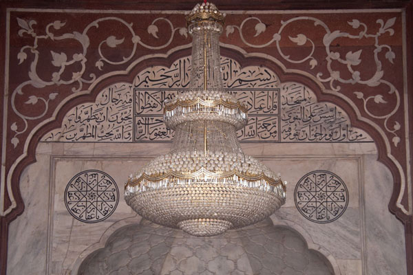 Hanging lamp and richly decorated wall inside the mosque of Jama Masjid | Jama Masjid | India