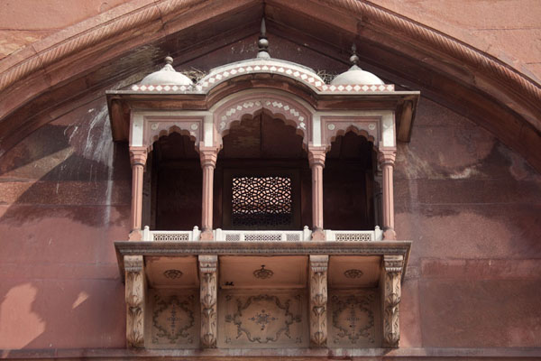 Detail with balcony of the building over the eastern entrance of Jama Masjid | Jama Masjid | India