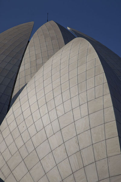 Close-up of the remarkable roof of the Lotus Temple | Temple du Lotus | Inde