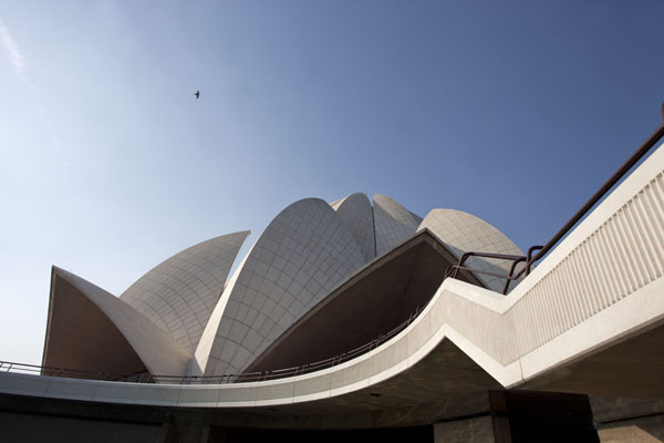 Foto van The Lotus Temple seen from below - India - Azië
