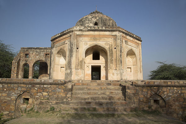 The mausoleum of Quli Khan | Mehrauli Archaeological Park | 印度