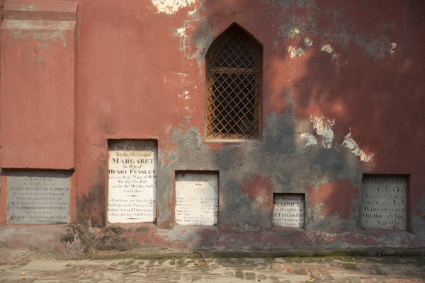 Several tombstones are incorporated in the entrance building | Cimitero Nicholso | India