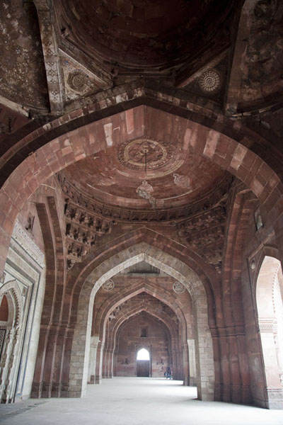Looking up the high arches inside the Qila-i-Kuhna mosque | Purana Qila | India