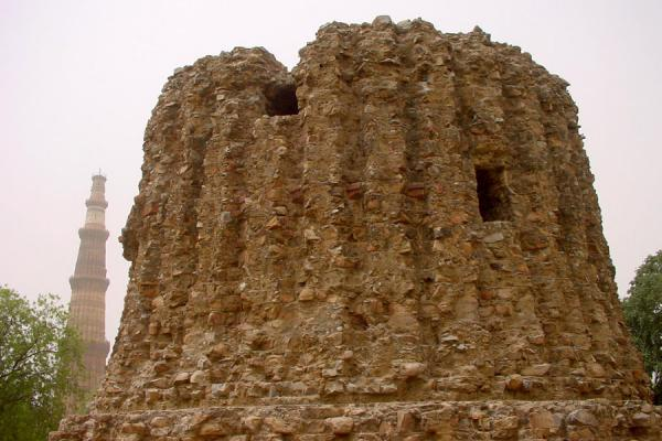 Alauddin Khaldi tried to build a tower twice the height of Qutab Minar, but failed. | Qutab Minar | India