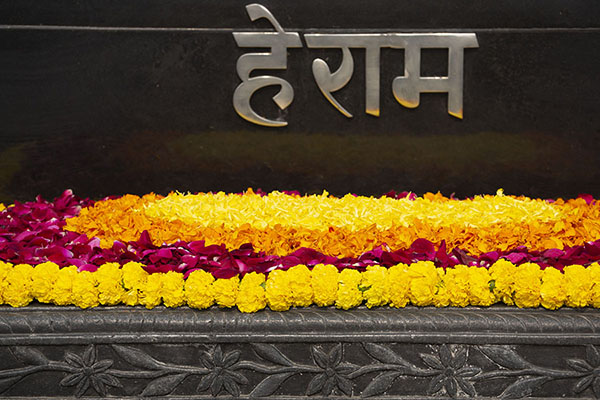Close-up of the memorial of Mahatma Gandhi, with flowers and his supposed last words: Hey Ram, or Oh, God | Raj Ghat memorials | India