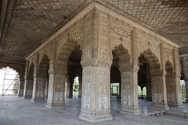 The Diwan-i-Khas consists of richly decorated marble | Forte rosso | India