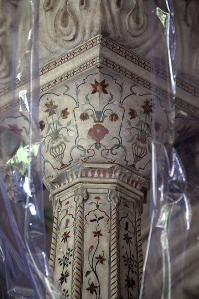 Foto di Richly decorated fragment of the dais inside the Diwan-i-Am - India - Asia