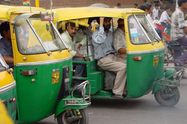 Lining up for a traffic light | Delhi rickshaws | India