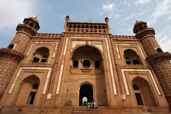 Picture of One of the imposing sides of Safdarjung Tomb