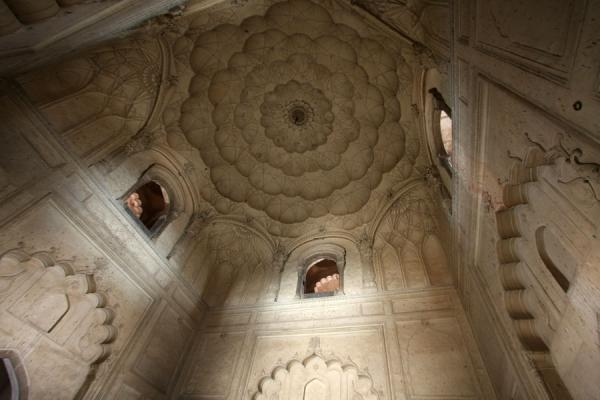 Looking up the main hall of Safdarjung Tomb | Safdarjung Tomb | India