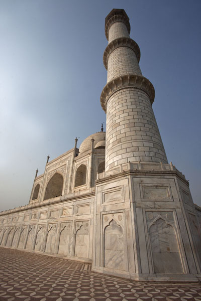 Picture of Looking up one of the four towers with the Taj Mahal in the background
