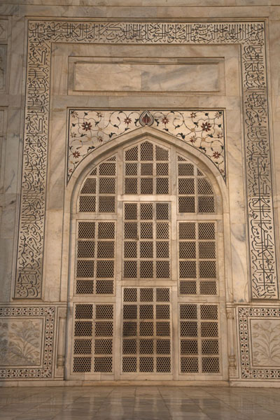 Foto van Jali or marble screen allowing light insideAgra - India
