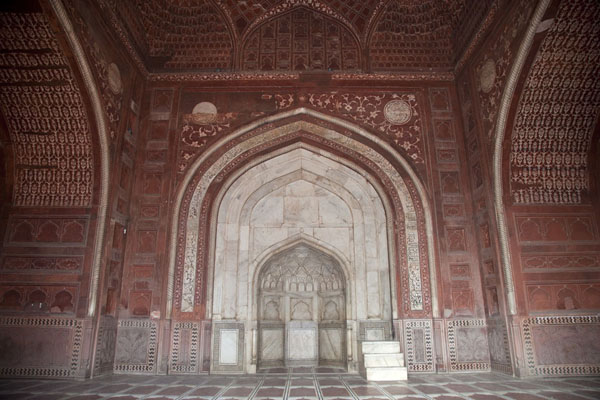 Foto van The mihrab in the mosque on the west side of the Taj MahalAgra - India