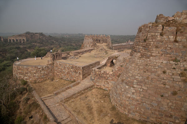 Foto van View from the top of one of the many defensive towers of Tughlaqabad FortDelhi - India
