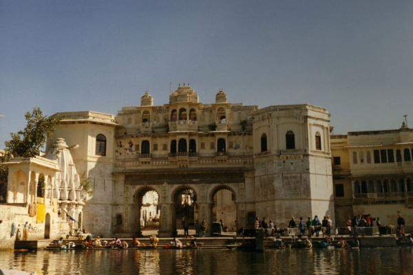 Picture of Udaipur (India): Washing in the waters of Udaipur at a ghat