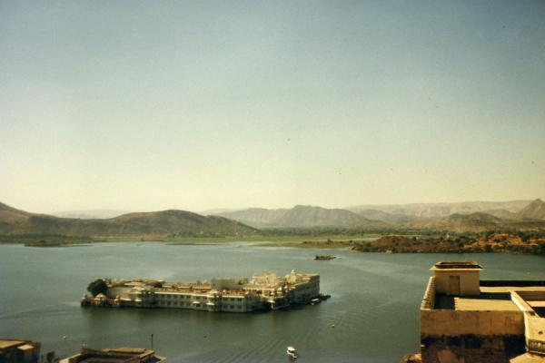 Picture of Udaipur (India): Lake Palace in Pichola Lake and surrounding mountains