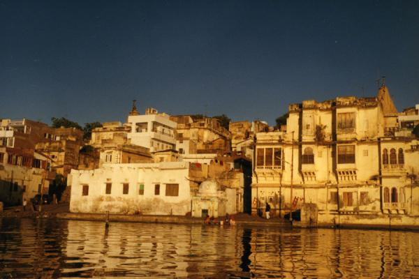 Picture of Udaipur (India): Reflection of late-afternoon Udaipur in its waters
