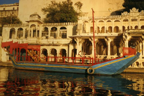 Boat moored to marble building in Udaipur | Udaipur | India