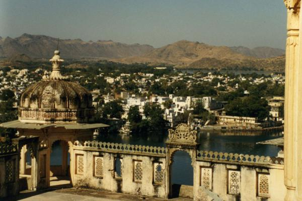 Picture of Udaipur (India): Udaipur seen from one of the monumental buildings