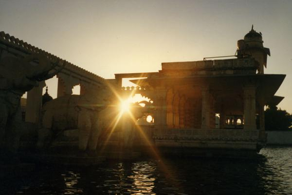 Picture of Udaipur (India): Lake Palace in the late afternoon: sun shining through the palace